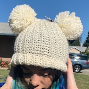 White/ cream poof ball beanie